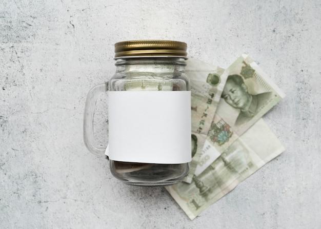 Geld met glazen pot