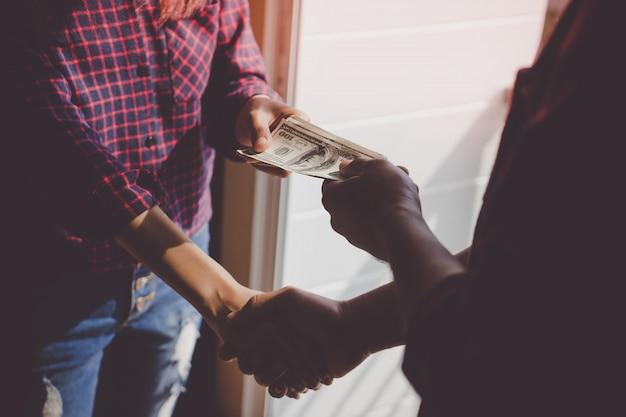 Geld ruilen voor deal voor corruptie of overeenkomst, geen gezicht