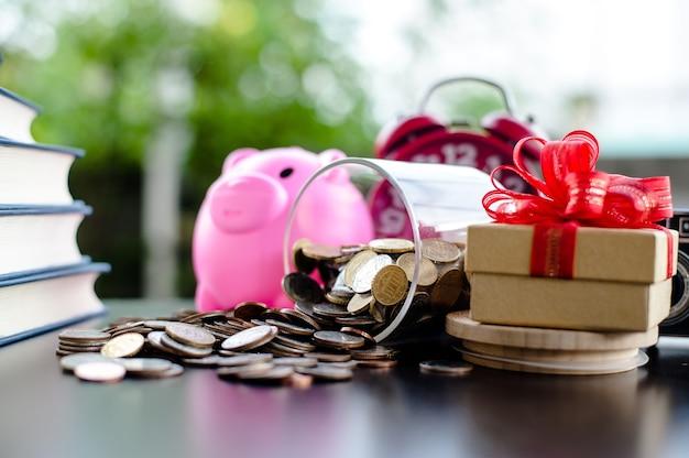 Geldbesparende geldbesparende ideeën bespaar geld, stel handmatig ideeën op, stop geld in het geld