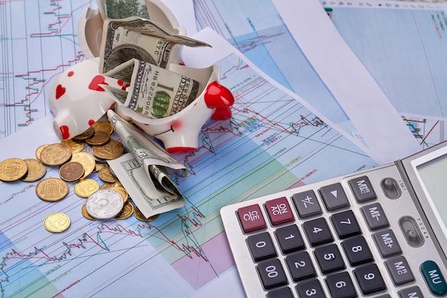 Geldbesparing voor een nieuw autoconcept met gebroken spaarvarken
