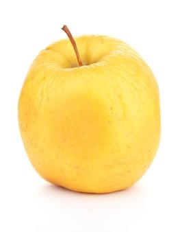 Gele appel als concept van de probleemhuid op wit wordt geïsoleerd