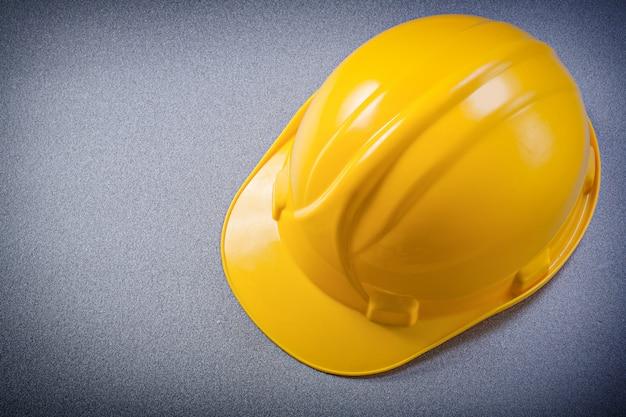 Gele beschermende helm