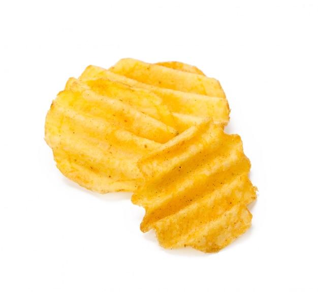 Gele chips die op wit worden geïsoleerd