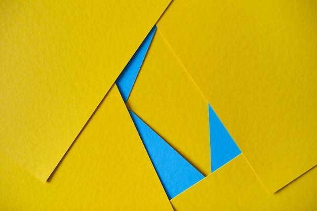 Gele en blauwe geometrische samenstellings gele en blauwe kartonnen achtergrond