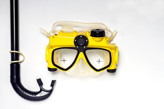 Gele en zwarte duikbril en snorkel