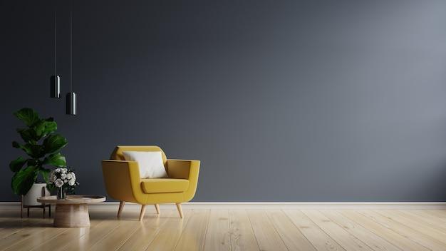 Gele fauteuil en een houten tafel in het interieur van de woonkamer met plant