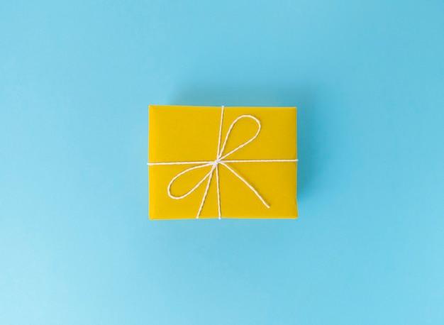 Gele geschenkdoos
