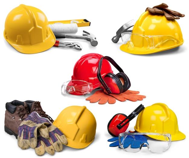 Gele helm en leren werkhandschoenen