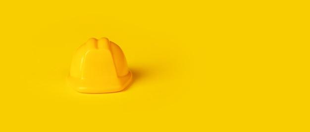 Gele helm voor kinderen, bouwconcept