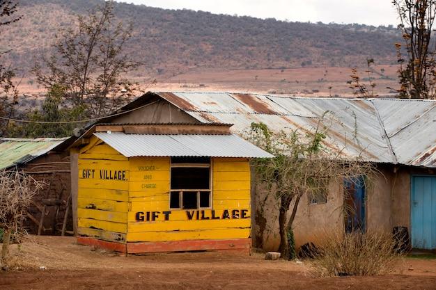 Gele houten cadeauwinkel, tanzania, afrika