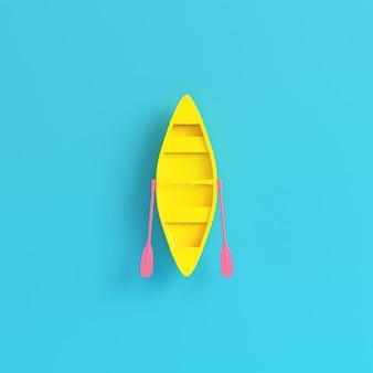 Gele kano met peddels op heldere blauwe achtergrond