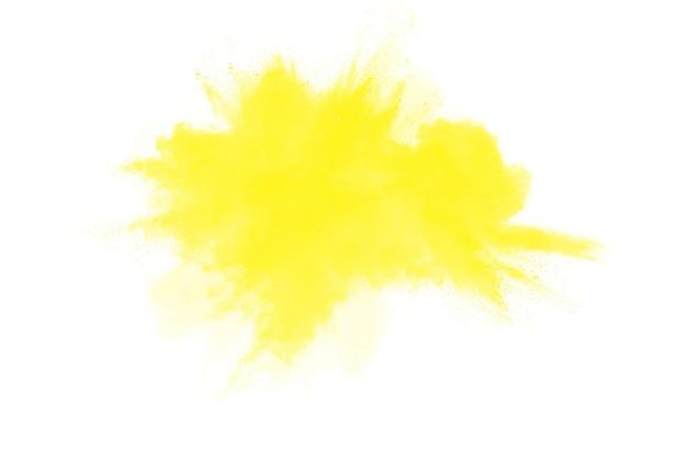 Gele kleur poeder explosie wolk geïsoleerd op een witte achtergrond.
