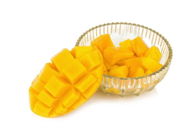 Gele mango. plak. kubus. kubus mango in glas.