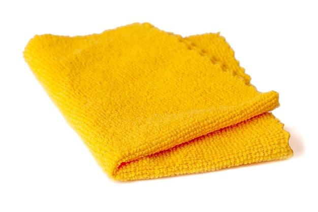 Gele microvezeldoek voor het schoonmaken van ruimtes. huishoudelijk werk en kantoorwerk.