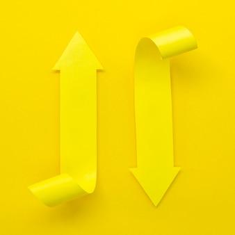 Gele pijlen die in verschillende richtingen wijzen