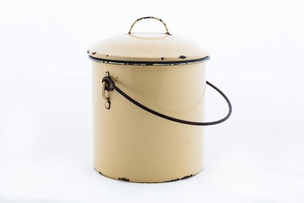 Gele pot op een wit