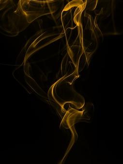 Gele rooksamenvatting op zwarte achtergrond, brand