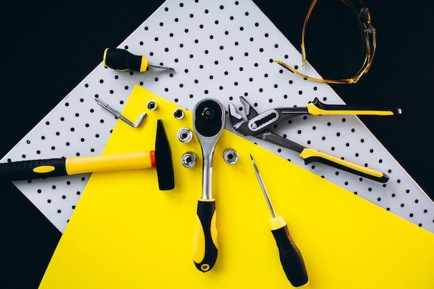Gele set hulpmiddelen
