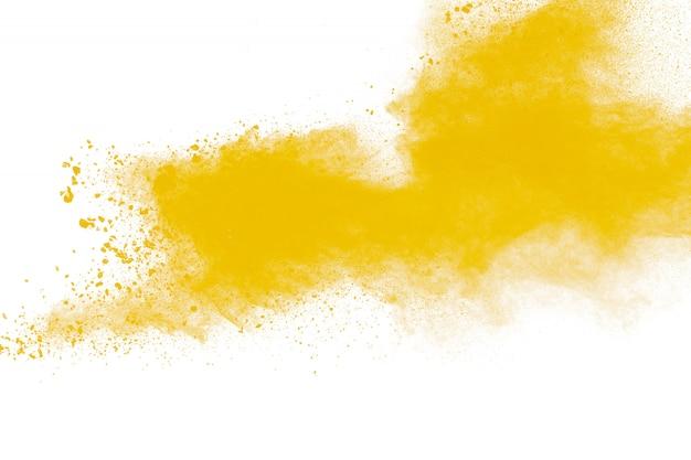 Gele stofdeeltjes explosie op witte achtergrond.geel poeder stof splash.