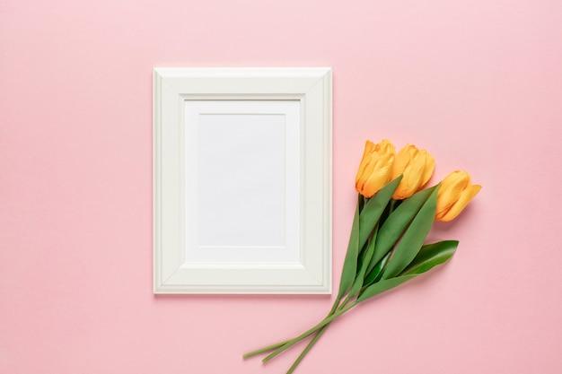 Gele tulpen met frame