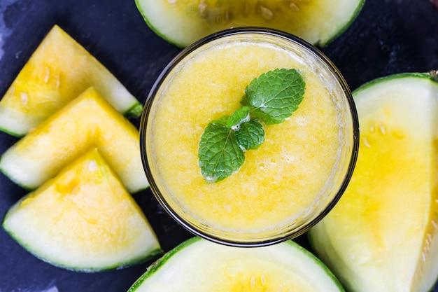 Gele watermeloen drankje