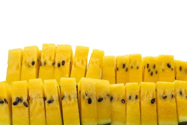 Gele watermeloen geïsoleerd op een witte achtergrond.