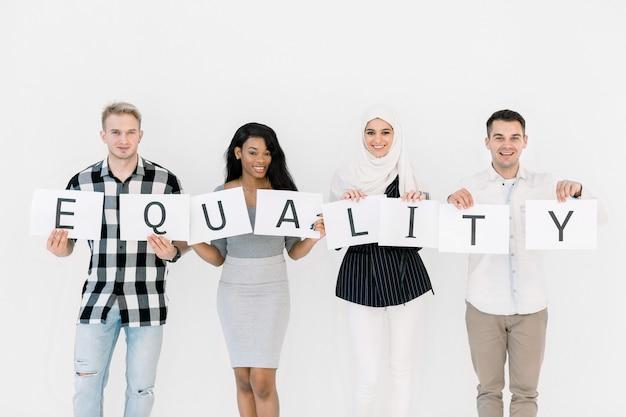 Gelijkheid van races, geen racisme concept. rassen verenigd tegen discriminatie en racisme.