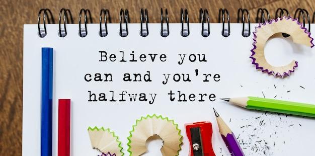 Geloof dat je het kunt en je bent halverwege de tekst geschreven op papier met potloden in kantoor