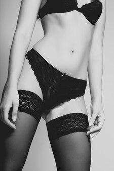 Gelooid mooi torso van atletische vrouw