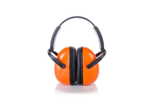Geluid die oortelefoons annuleren die op het wit worden geïsoleerd