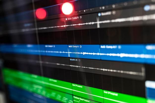 Geluidsprogramma op de computer voor dj, songwriter, producer om nieuwe ideeën te creëren of te mixen in de stereostudio.
