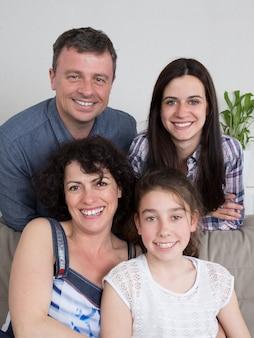 Geluk en liefde - heerlijk gezin van 4