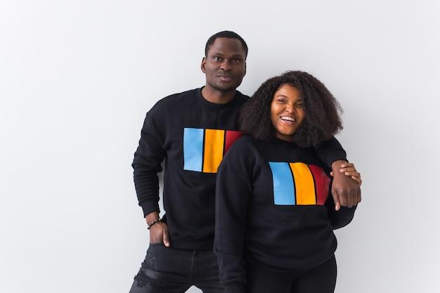 Gelukkig afrikaanse amerikaanse vrouw en man