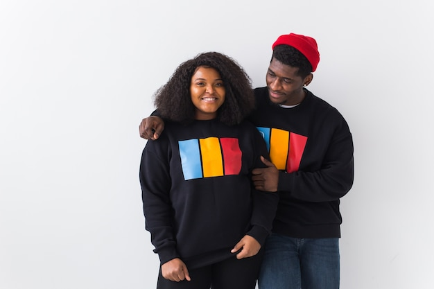 Gelukkig afro-amerikaanse vrouw en man hebben relaties