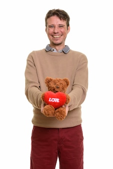 Gelukkig blanke man met teddybeer met hart en liefde teken