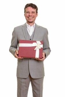Gelukkig blanke zakenman bedrijf geschenkdoos klaar voor valentijn