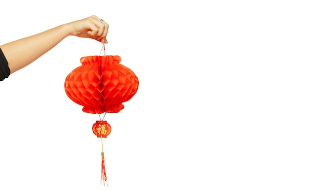 Gelukkig chinees nieuwjaar 2020. vrouwelijke hand met rode lantaarn geïsoleerd op witte studio achtergrond. viering, decoratie, vakantieconcept. copyspace voor uw advertentie.