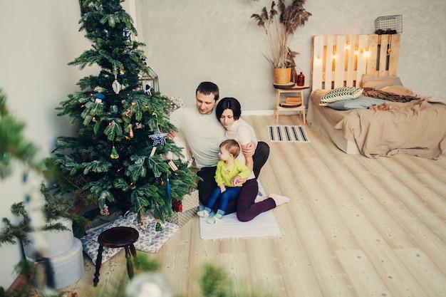 Gelukkig gezin met een kind