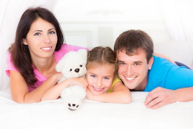 Gelukkig gezin plezier thuis fun