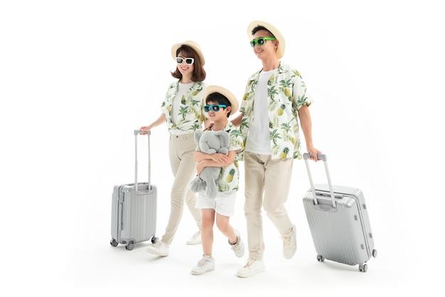 Gelukkig gezin van drie reizen