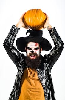 Gelukkig halloween knappe vampier geïsoleerd op donkere achtergrond ontwerp voor halloween banner eng gezicht...