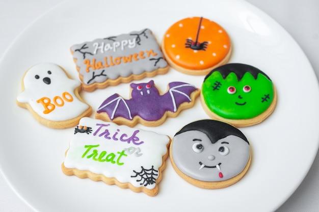 Gelukkig halloween met grappige koekjes; pompoen, enge geest, griezelige mummie, vleermuis, frankenstein, dracula en spin. trick or threat, hallo oktober, herfst herfst, traditioneel, feest- en vakantieconcept