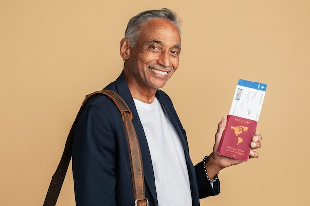 Gelukkig indiase man op zakenreis