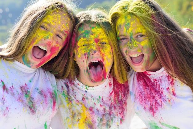 Gelukkig jeugdfeest optimist lente vibes kleurrijke neon verf make-up positieve en vrolijke gekke hippe...