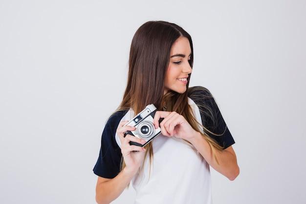Gelukkig jong meisje met haar camera