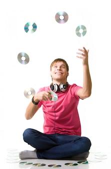 Gelukkig jonge kerel een muziekliefhebber