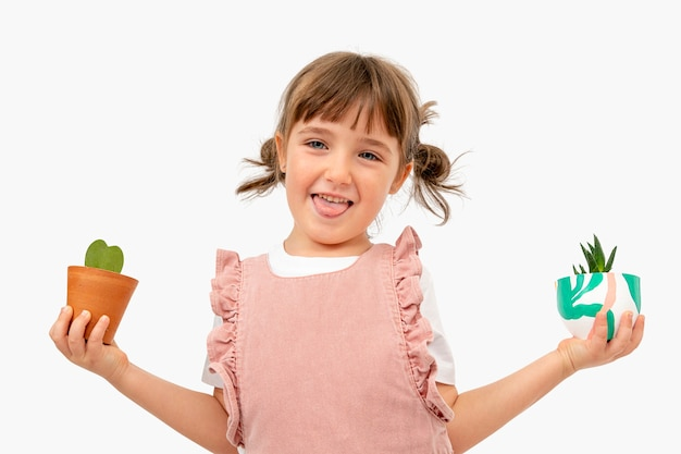 Gelukkig kind met planten studio-opname