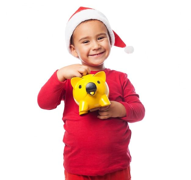Gelukkig kind met zijn spaarpot