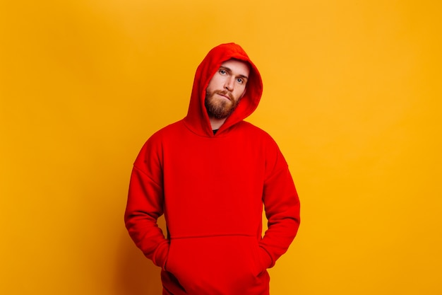 Gelukkig knappe brute drager man warme rode winter trendy fleece hoodie dragen
