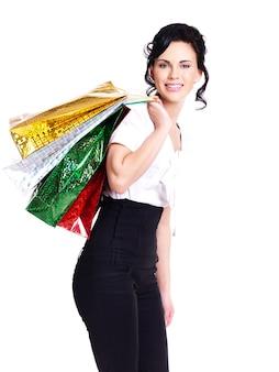 Gelukkig lachen jonge vrouw met kleur zakken - geïsoleerd op wit.